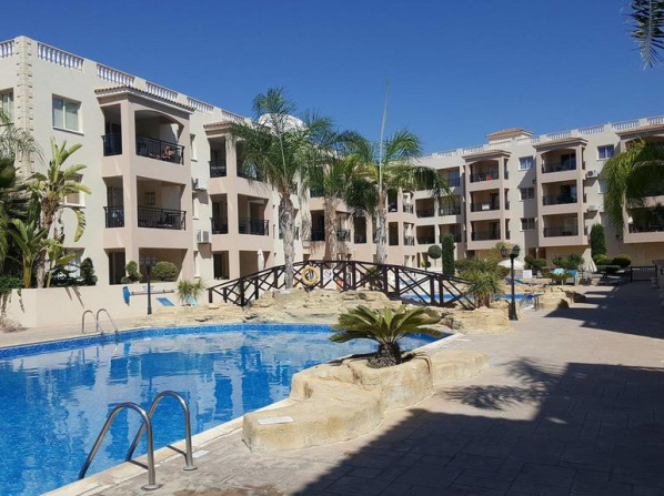 First floor, 2 bedroom apartment, 2 bathrooms, pool view & FREE WIFI
